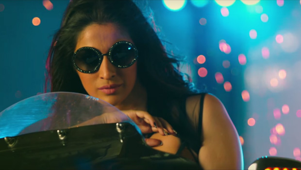 फिल्म समीक्षा : जूली 2 किंगफिशर का कैलेंडर नहीं बल्कि रंगीनियों में वीरानियों का मंजर है